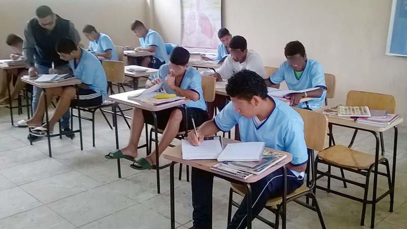 Estudiantes jovenes 1