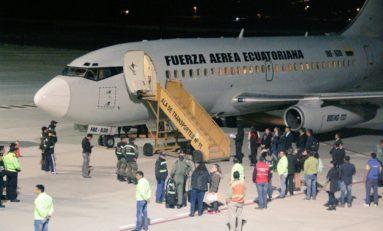 33 ppl arribaron desde EE.UU. para terminar su sentencia en Ecuador