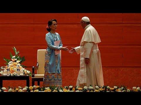 """(Vídeo) El papa Francisco evita decir """"rohinyá"""" en su primer discurso en Myanmar"""