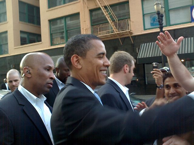 Barack_Obama_shaking_hands,_Portland,_Oregon