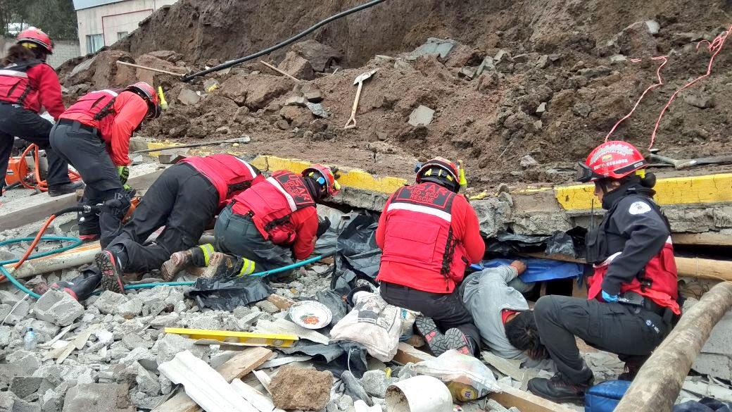 ¡ATENCIÓN! Se derrumba muro en la autopista General Rumiñahui